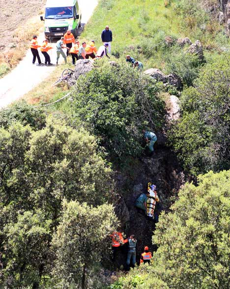 The cyclist fell six metres into the steep gorge on a tight bend beside the River Pena in Ronda la Vieja