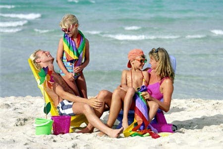 Tourists to Spain spent 3.28 billion euros in March, an increase of 13.7%
