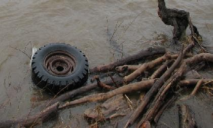 Immigrant dies on floating tyre