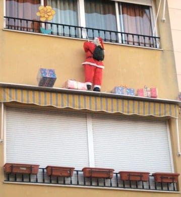 Santa versus the Three Kings