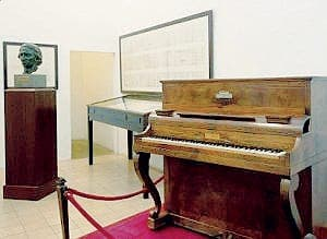 The famous Spanish piano… that Chopin NEVER played