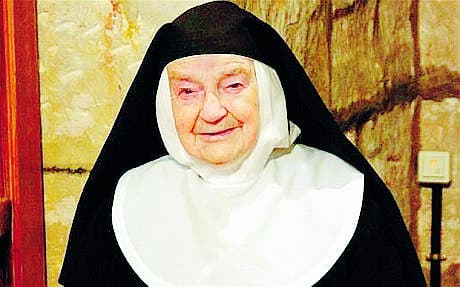 World's oldest nun meets the pope in Spain
