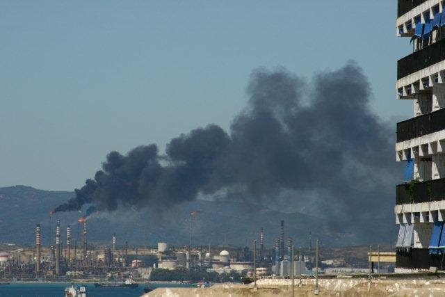 Environmentalists in Gibraltar concerned over 'disturbing' fire at CEPSA oil refinery