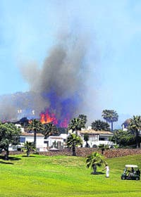 Huge fire fails to deter Costa del Sol golfers