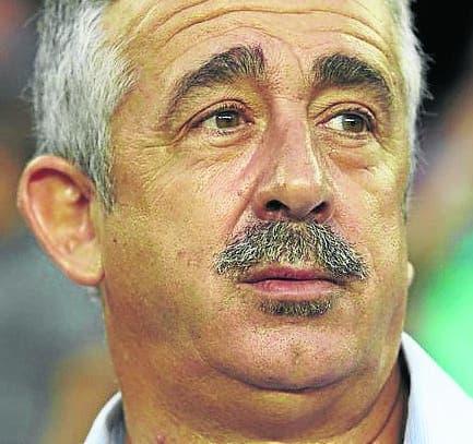 New Villarreal coach dies in Spain
