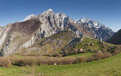 Spanish police rescue British schoolboys in the Picos de Europa