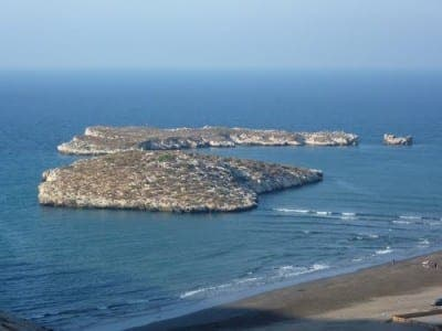 Sixteen immigrants take shelter on Spanish islet near Morocco