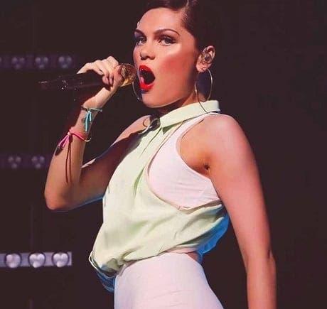 Jessie J breaks up fight in Gibraltar