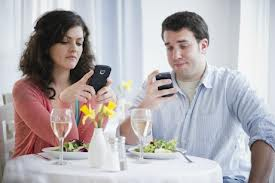 Phones can ruin relationships, research shows