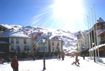 Direct flights from London to Granada for winter sports fans