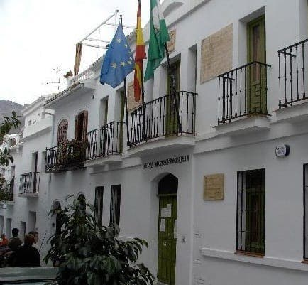 Advice for foreign residents in Frigiliana