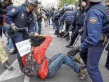 Photographing police could become illegal in Spain