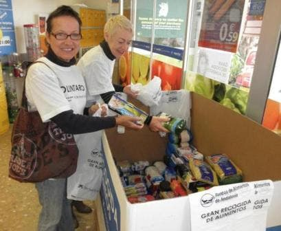Expats help out collecting food for the needy throughout Malaga