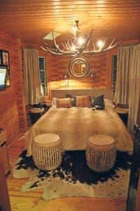 El Lodge bedroom
