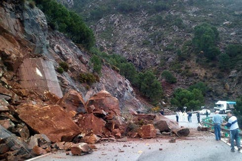 Rock fall blocks Ronda to San Pedro road