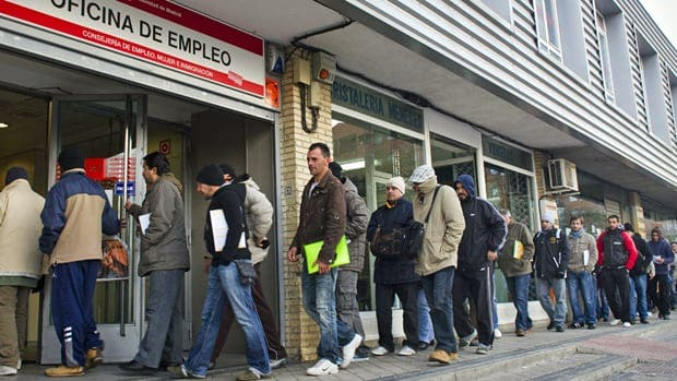Spain's population falls as foreigners flee eurozone crisis