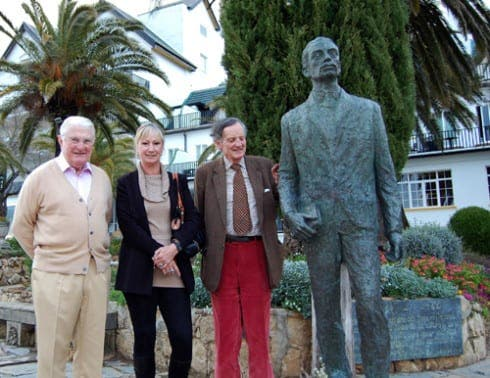 Lord Faringdon (left) and Lord Marlesford with Rilke and the Mistress of Sizzle
