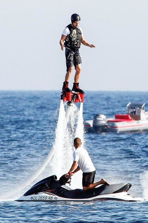 Leonardo DiCaprio flying high on vacation in Ibiza