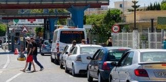 Gib Motorists queue at the bo