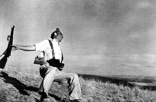Famous Robert Capa photograph was not staged