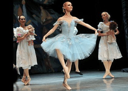 Malaga's rising stars take to the stage in the Nutcracker