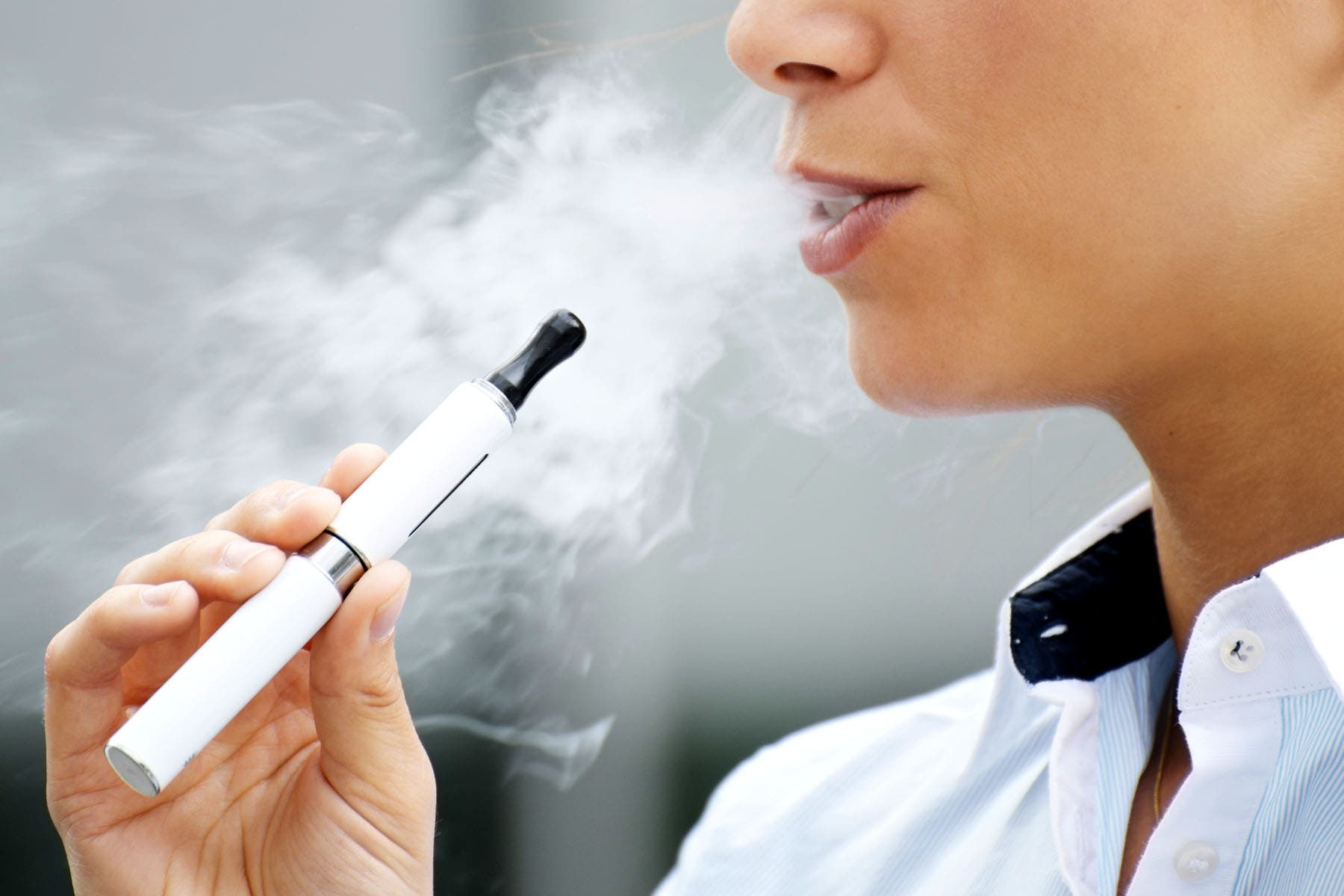 E-cigarettes: Widely banned in Spain but booming in UK