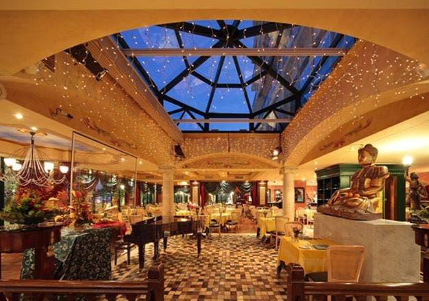 Mayor of Marbella honours Da Bruno restaurant's 20th birthday