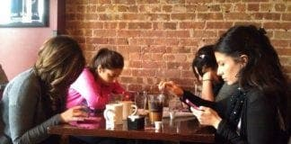 girls on their phone e