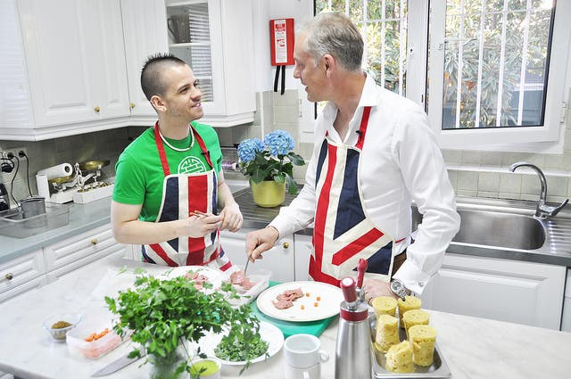 VIDEO: Spanish celebrity chef roasts beef with the British ambassador in Madrid