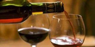 tapas wine pouring e