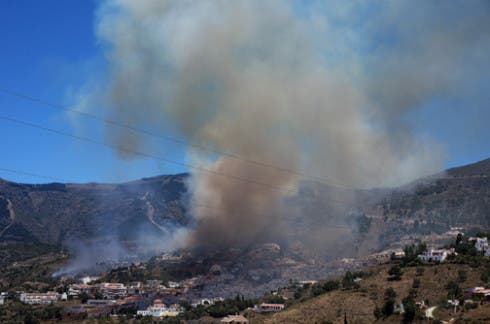 Competa blaze, Malaga - 29 June 2014 - Photo: www.rodjonesphotography.co.uk
