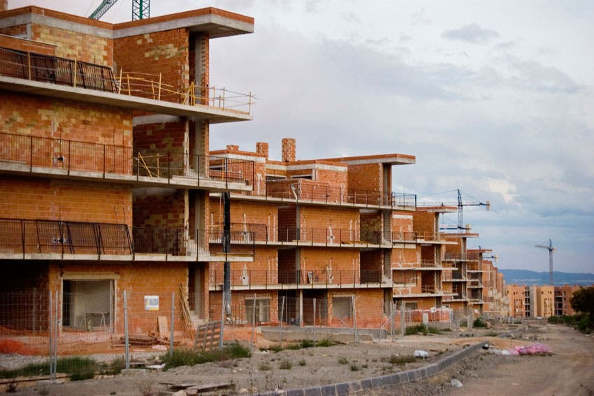 Poverty-stricken families make new homes of Spain's abandoned holiday flats