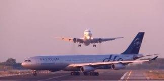 barcelona planes near miss