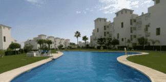 communal pool e