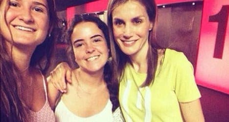 PHOTO: Teenagers' Queen Letizia selfie goes viral thumbnail
