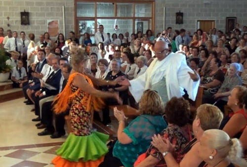 VIDEO: Malaga's dancing priest becomes internet hit