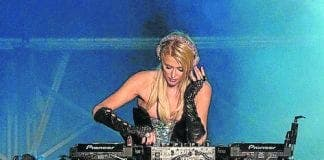 paris hilton djing in ibiza e