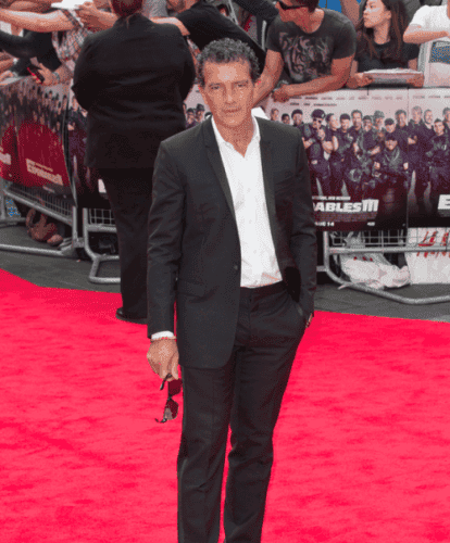 Antonio Banderas goes solo to London premiere