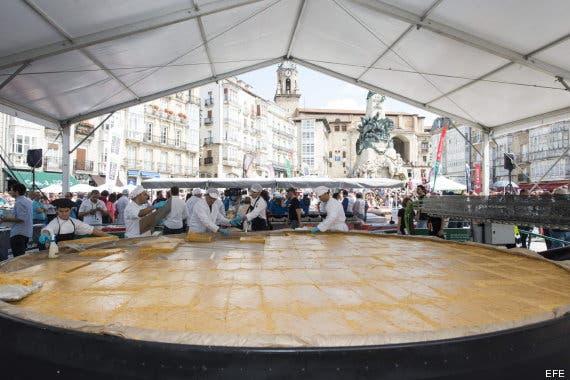 Vitoria-Gasteiz serves up world´s biggest tortilla