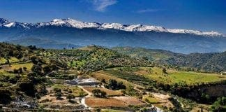 View of Sierra Nevada mountains e
