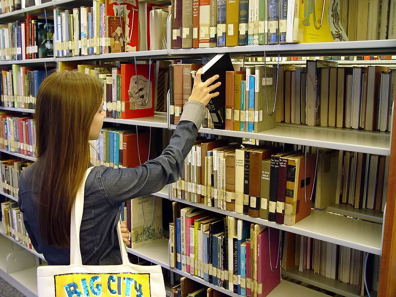 New tax threatens Spain's budget-bereft libraries