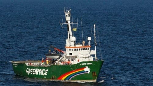 Greenpeace and Junta support flotilla protest against Repsol fracking plans