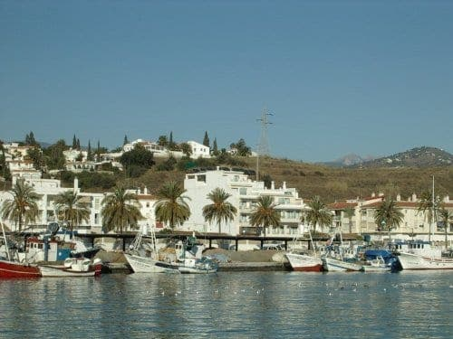 Caleta de Velez fishing harbour closed due to 'red tide'