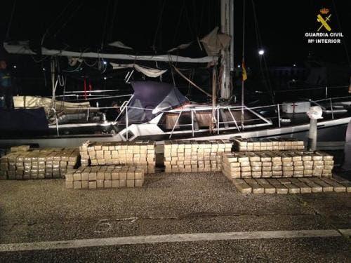 Drug network dismantled after Guardia Civil seize 980kg of hashish on sailboat at La Duquesa