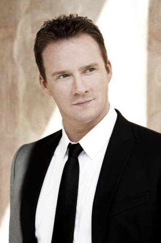 EXCLUSIVE: Russell Watson stuns diners in Benahavis