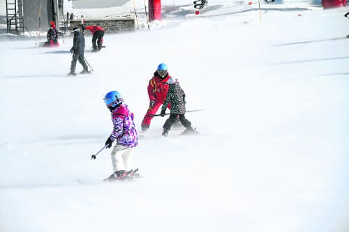 Teaching kids to ski: It's snow joke!