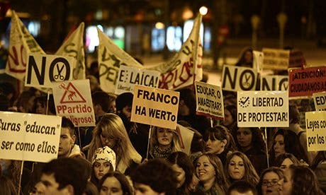 Spain passes anti-protest law