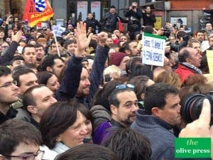 PODEMOS: Pablo Iglesias clenched fist salute to the crowd. Copyright: www.theolivepress.es