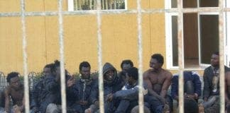 Varios subsaharianos permanecen en el CETI de Melilla e