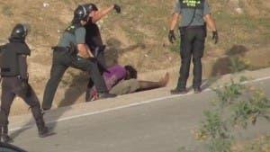 spanish-police-beat-migrant-unconscious-melilla-border-fence